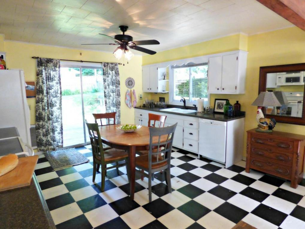 61 Valley St, Williams Bay, WI 53191