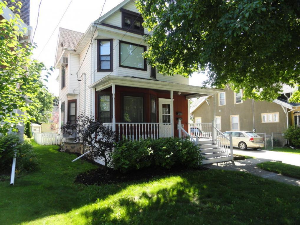 424 Branch St, Hartford, WI 53027