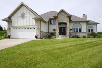 Photo of 1509 Schloemer Dr, West Bend, WI 53095