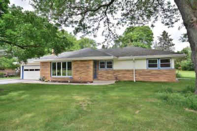 Photo of 2440 Kevenauer Dr, Brookfield, WI 53005