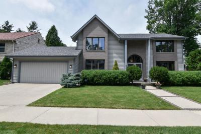Photo of 4961 N Bartlett Ave, Whitefish Bay, WI 53217