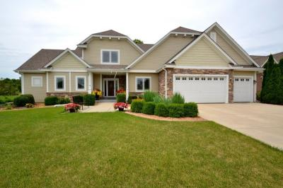Photo of W189S9015 Creekside Ct, Muskego, WI 53150