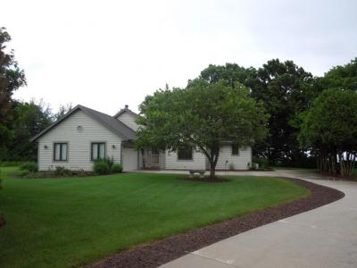 Photo of 1747 Lakeshore Dr, Cleveland, WI 53015