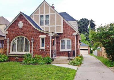 Photo of 5024 N Hollywood Ave, Whitefish Bay, WI 53217