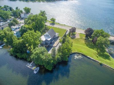 Photo of 517 N Lake Rd, Oconomowoc, WI 53066