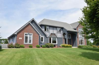 Photo of 1533 Windy Knoll Dr, Richfield, WI 53076