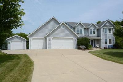 Photo of 284 Sand Hill Ln, Dousman, WI 53118
