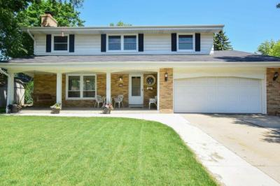 Photo of 8712 W Harrison Ave, West Allis, WI 53227
