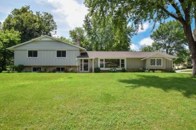 Photo of 2060 W Fairlane Ave, Glendale, WI 53209