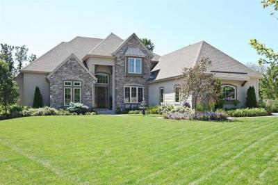 Photo of 630 Pond View Ct, Pewaukee, WI 53072