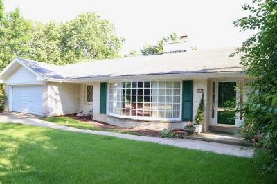 Photo of 205 W Daphne Rd, Glendale, WI 53217
