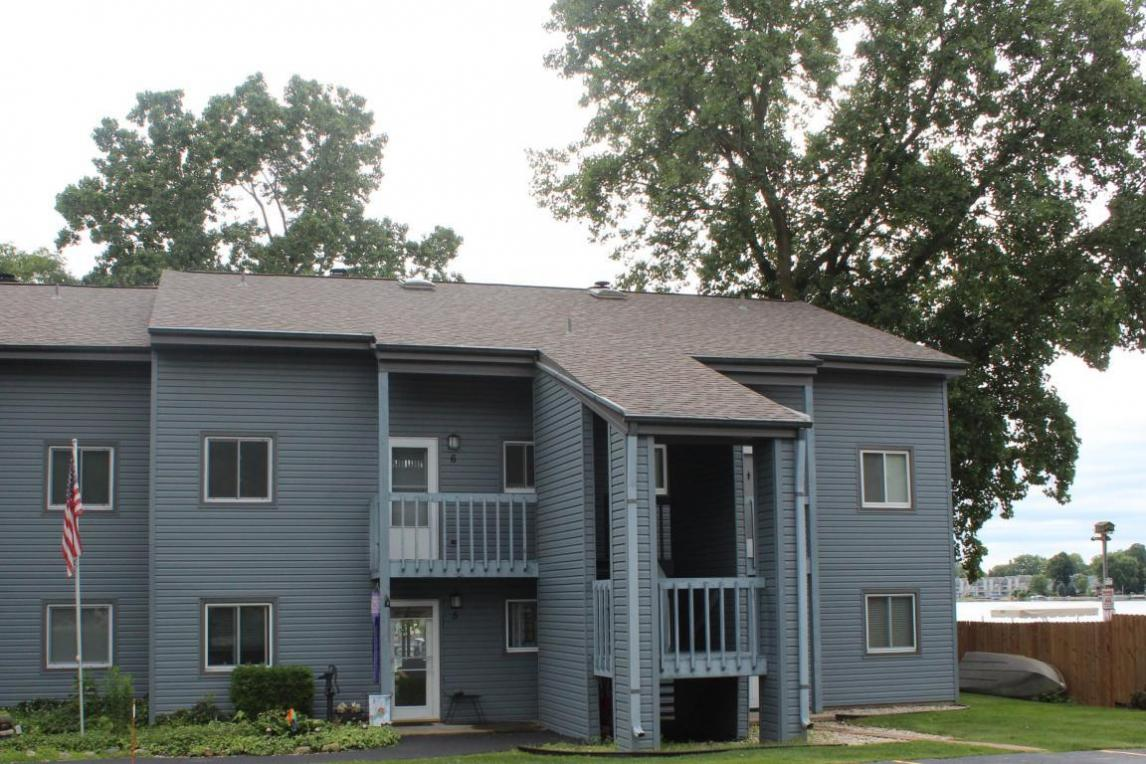 536 N Cogswell Dr, Silver Lake, WI 53170