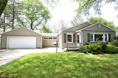 Photo of 6005 Clover Ln, Greendale, WI 53129
