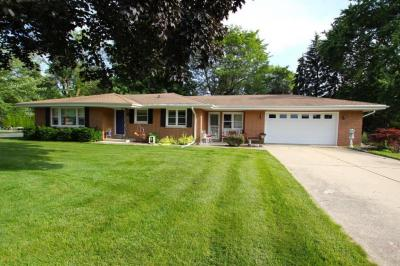 Photo of 3015 W Edgerton Ave, Greenfield, WI 53221