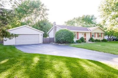 Photo of 165 Ridgeway Dr, Dousman, WI 53118