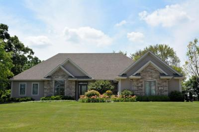 Photo of 716 Stepping Stone Way, Pewaukee, WI 53072