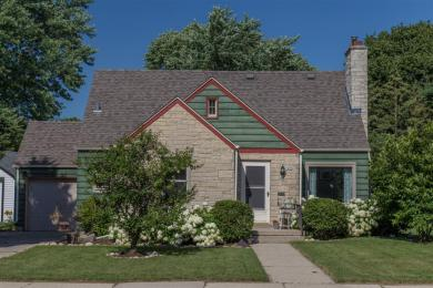 1055 Lincoln Dr, West Bend, WI 53095