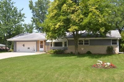 Photo of 21380 Doneswood Dr, Brookfield, WI 53186