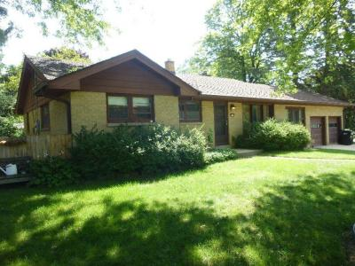 Photo of 129 Brookdale Dr, South Milwaukee, WI 53172