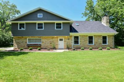 Photo of 1050 E Wahner Pl, Bayside, WI 53217