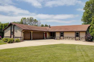5341 Kettle View Ct, Hartford, WI 53086