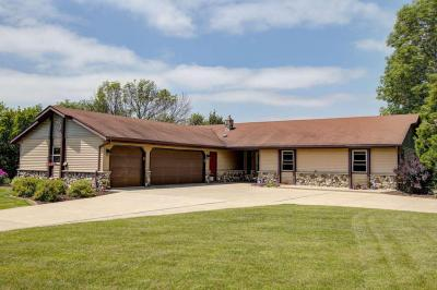 Photo of 5341 Kettle View Ct, Hartford, WI 53086