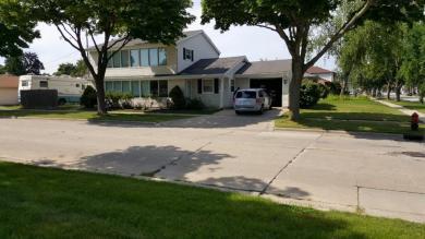 6806 W Lancaster Ave, Milwaukee, WI 53218