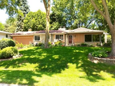 Photo of 2120 W Skyline Rd, Glendale, WI 53209