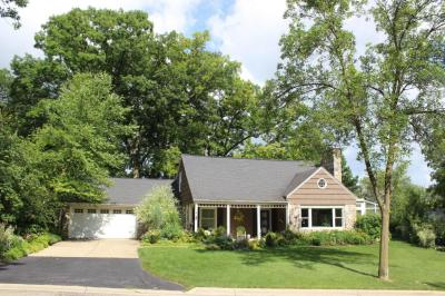 Photo of 1332 N 122nd St, Wauwatosa, WI 53226