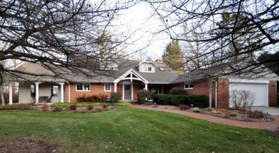 Photo of 10130 N Sheridan Dr, Mequon, WI 53092