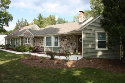 Photo of 7114 N Lake Dr, Fox Point, WI 53217