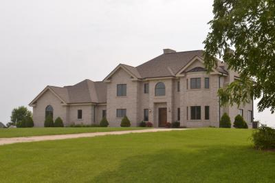 Photo of W295S5458 Holiday Oak Dr, Genesee, WI 53189