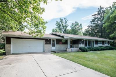Photo of 11431 Parkview Ln, Hales Corners, WI 53130