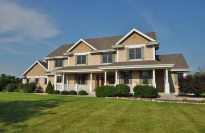 Photo of 12869 N Cobblestone Ct, Mequon, WI 53097