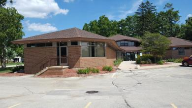 820 Summit Ave, Oconomowoc, WI 53066