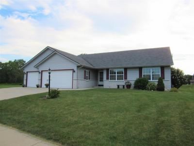 Photo of 10075 S Chelsea Lee Ct, Oak Creek, WI 53154