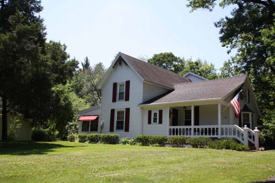 768 Indian Hills Rd, Fontana, WI 53125
