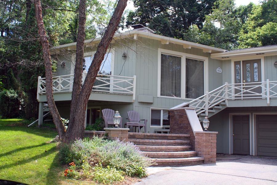 778 Indian Hills Rd, Fontana, WI 53125
