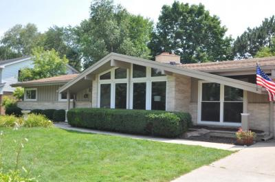 Photo of 2225 W Woodbury Ln, Glendale, WI 53209