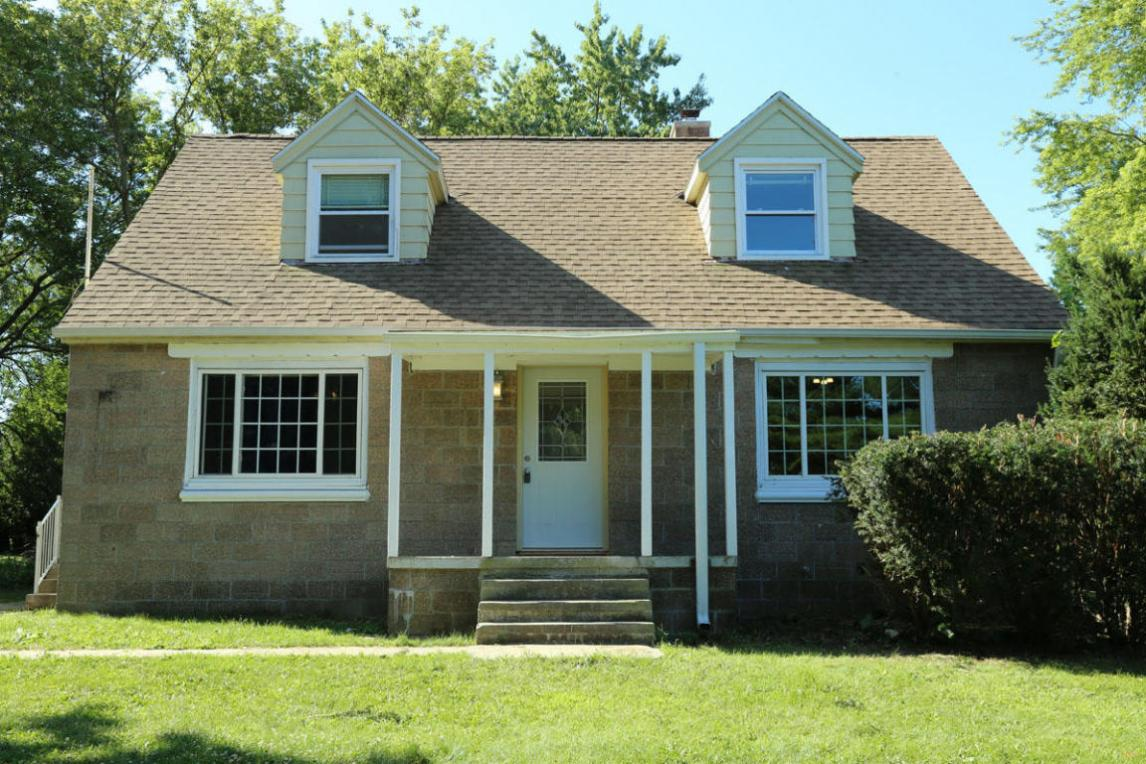 S68W17133 Martin Dr, Muskego, WI 53150