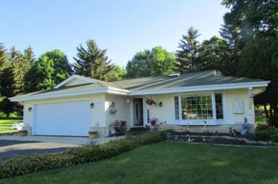Photo of 3210 Upper Woodland Dr, Richfield, WI 53017