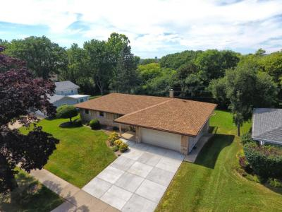 Photo of 5840 Lakeview Dr, Greendale, WI 53129