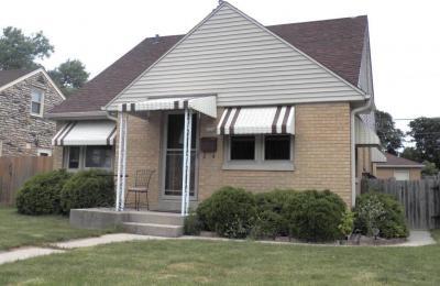 Photo of 2624 E Allerton Ave, St Francis, WI 53235