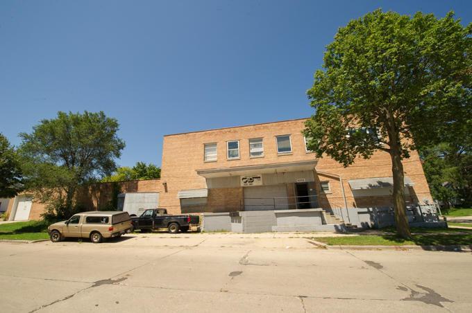 4200 W Kiehnau Ave, Milwaukee, WI 53209
