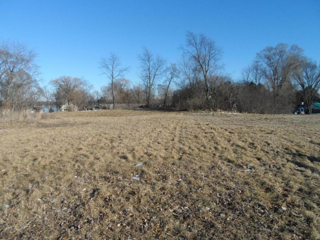 1990 Carriage Hills Dr, Delafield, WI 53018