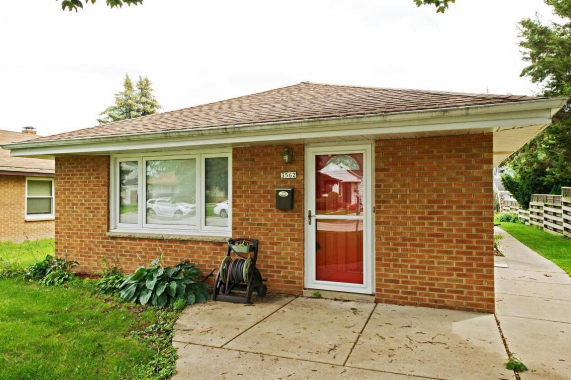 3562 S 44th St, Greenfield, WI 53220