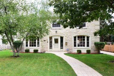 Photo of 7822 W Wisconsin Ave, Wauwatosa, WI 53213