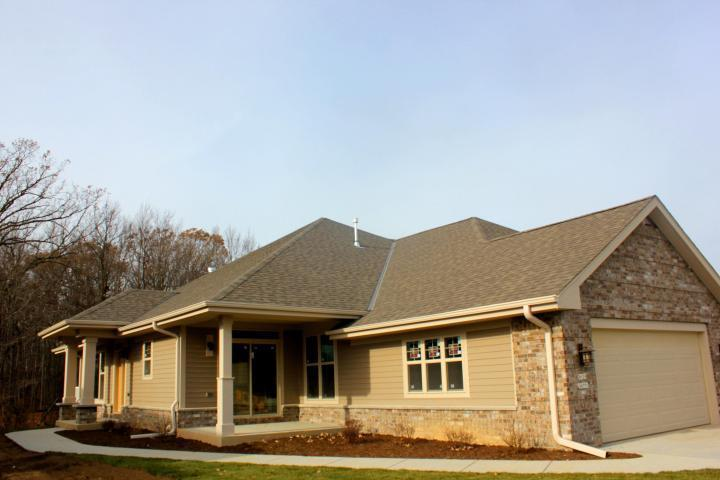 W129N6769 Northfield Cir, Menomonee Falls, WI 53051
