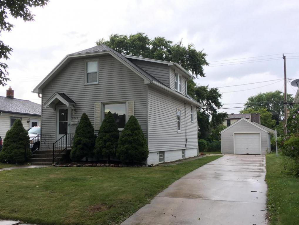 2828 E Van Norman Ave, St Francis, WI 53235