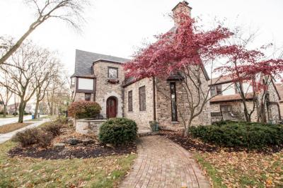 Photo of 4903 N Cumberland Blvd, Whitefish Bay, WI 53217